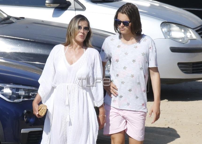 Elizabeth Hurley: Διακοπές στην Μύκονο με τον γιο της, τον πρώην σύζυγό της και την σύντροφό του! [pics]