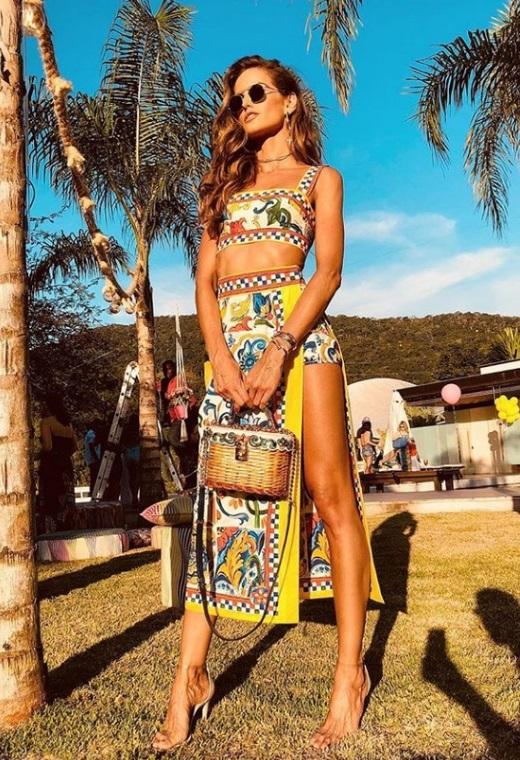 Η Izabel Goulart με Dolce & Gabbana | tlife.gr