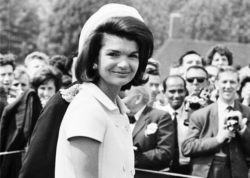 Τα αγαπημένα καλοκαιρινά αξεσουάρ της Jackie Kennedy   tlife.gr