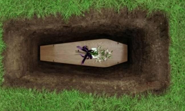 «Έχω υπάρξει και νεκροθάφτης! Δεν ήταν βαριά δουλειά, το λάκκο έσκαβες» | tlife.gr