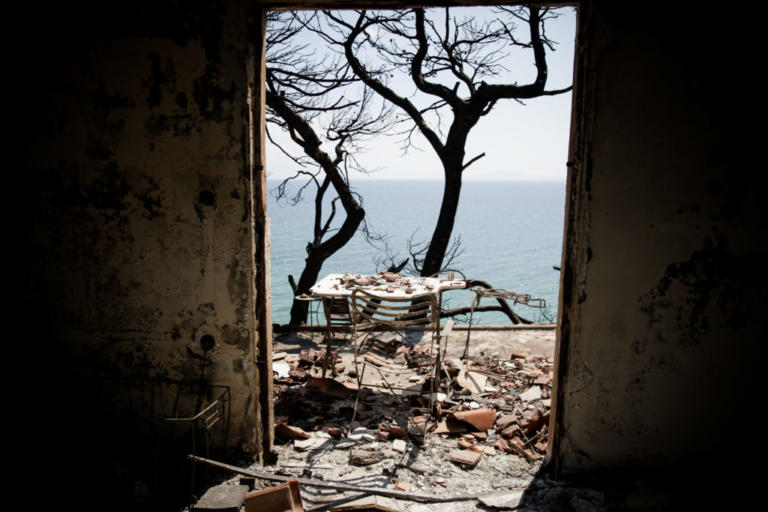 Φωτιά στο Μάτι: 92 οι νεκροί – 25 καταθέσεις στον Εισαγγελέα – Θα κληθούν ως μάρτυρες οι συγγενείς των νεκρών   tlife.gr