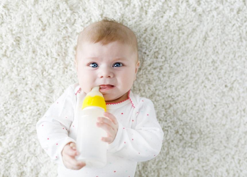Γιατί δεν πρέπει να ζεσταίνεις το γάλα και την κρέμα των παιδιών στο φούρνο μικροκυμάτων; | tlife.gr