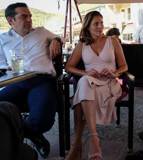 Μπέττυ Μπαζιάνα: Με chic φόρεμα και άψογο στυλ στην Ιθάκη! [pics] | tlife.gr