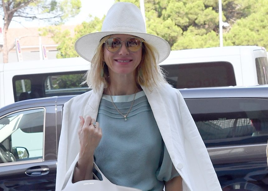 Η Naomi Watts σου δείχνει πως να αλλάξεις εντελώς ύφος στο maxi φόρεμά σου! | tlife.gr