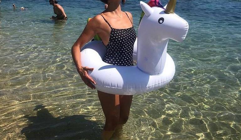 Διάσημη ηθοποιός κάνει διακοπές στην Μύκονο και δεν σταματά να μοιράζεται φωτογραφίες με τους εκατομμύρια followers της! | tlife.gr