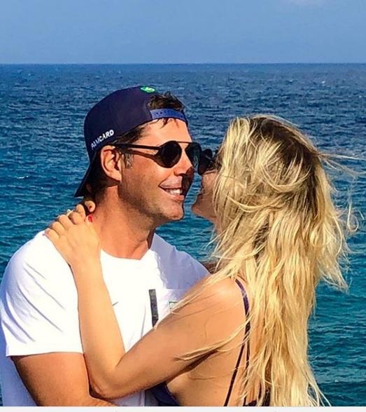 Ντόντα Μιράντα: Με την σέξι αγαπημένη στις παραλίες της Βραζιλίας! [pics] | tlife.gr