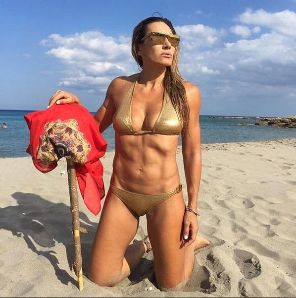 Ελένη Πετρουλάκη: Αναστάτωσε τις παραλίες της Κρήτης [pics] | tlife.gr