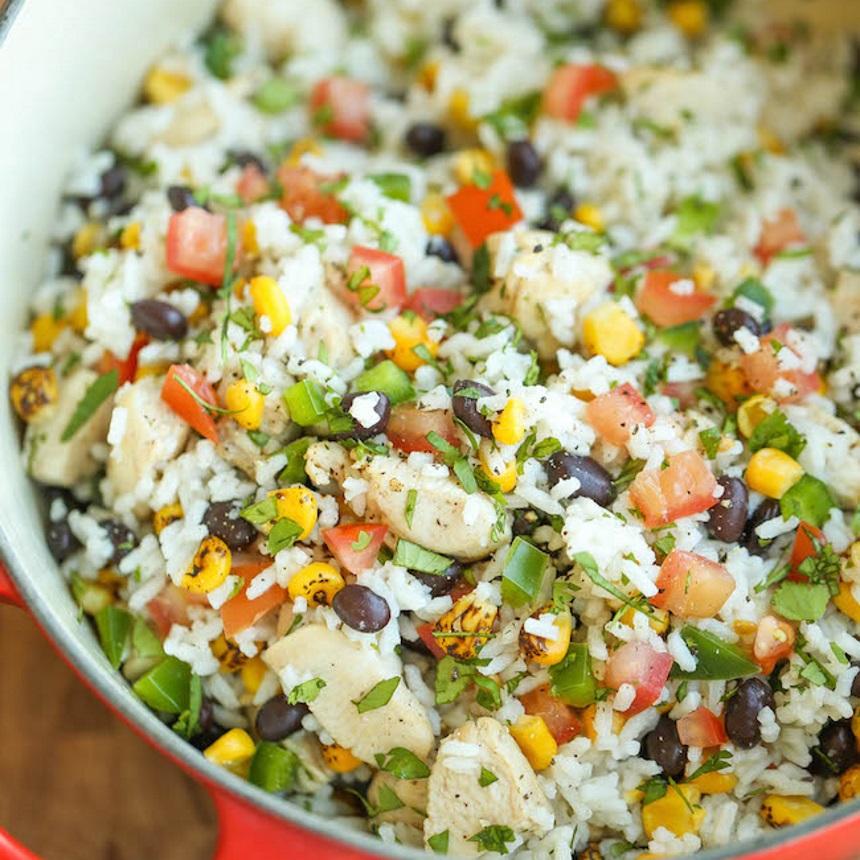 Αρωματικό ρύζι με κοτόπουλο, φασόλια και καλαμπόκι
