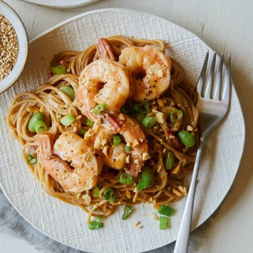 Noodles με φιστικοβούτυρο, φασόλια και γαρίδες