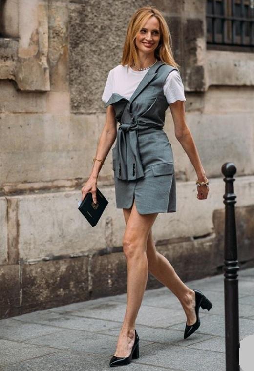 Παρίσι με μίνι φόρεμα | tlife.gr