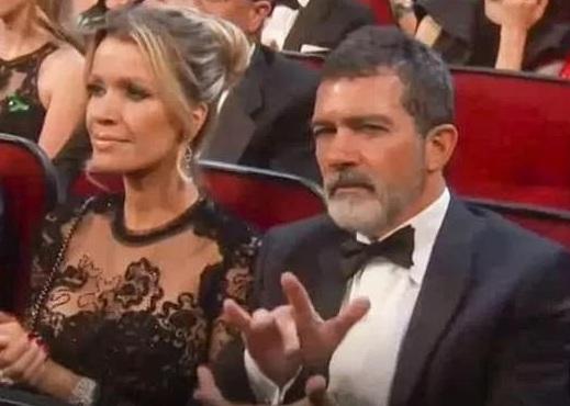 Antonio Banderas: Χαμός με το… περίεργο χειροκρότημά του στα Εmmy's! video | tlife.gr