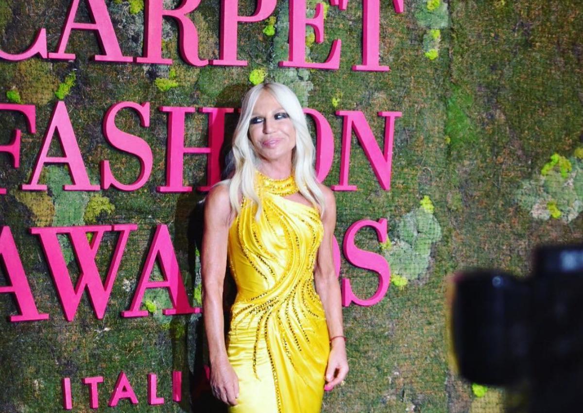 Γνωστή κυρία της κοσμικής Αθήνας στο private party της Donatella Versace! | tlife.gr