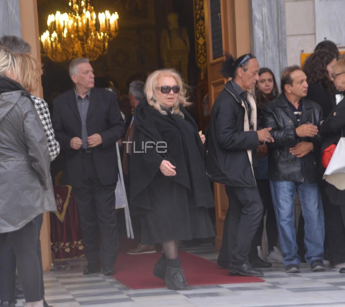 Το τελευταίο αντίο στον ηθοποιό Γιώργο Παπαζήση | tlife.gr