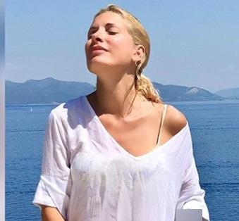 Ελένη Μενεγάκη: Απόδραση στις Σπέτσες για την Αρμάτα! Video | tlife.gr