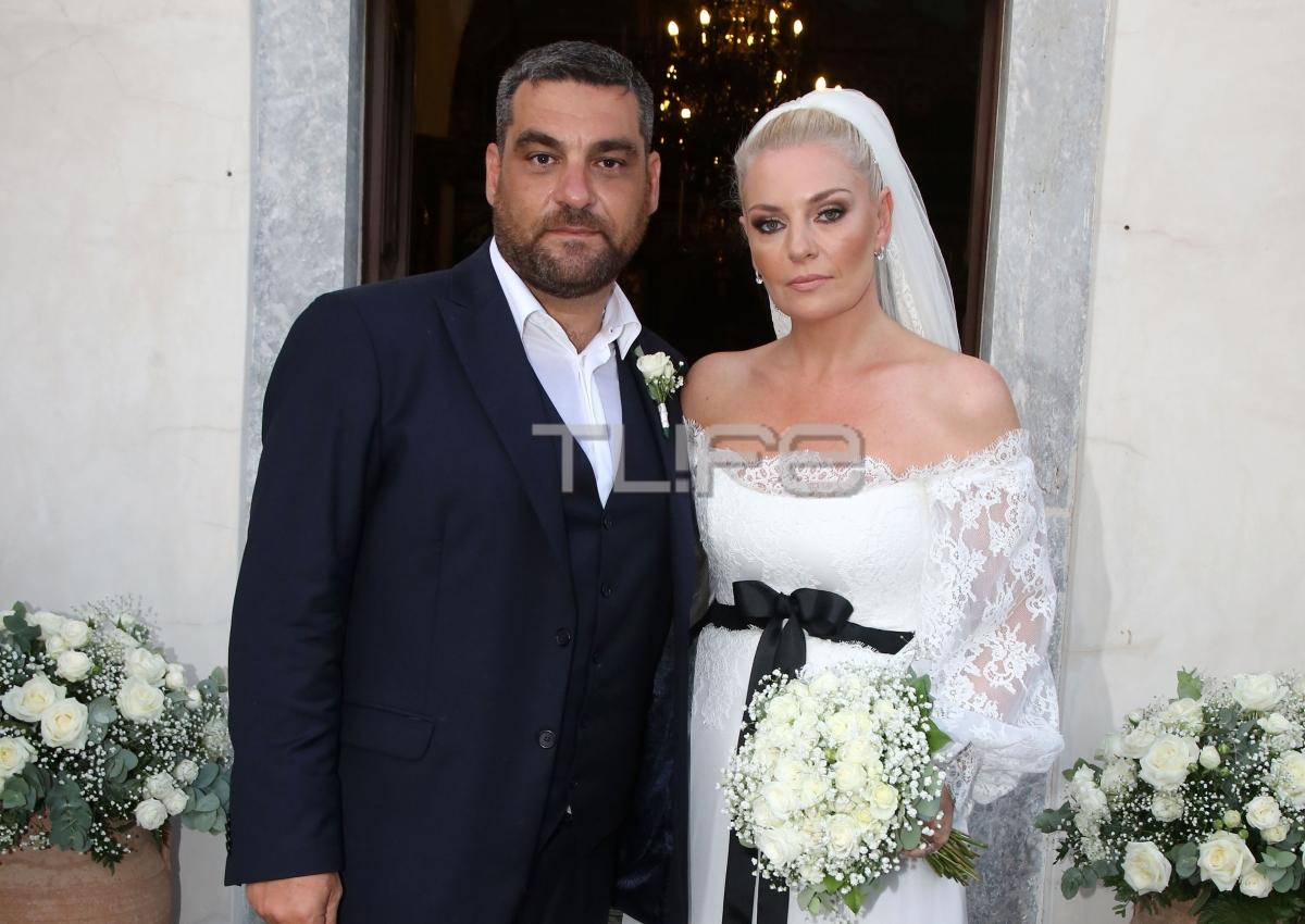 Ελισάβετ Μουτάφη – Μάνος Νιφλής: Το άλμπουμ του γάμου τους στη Σαντορίνη [pics]   tlife.gr