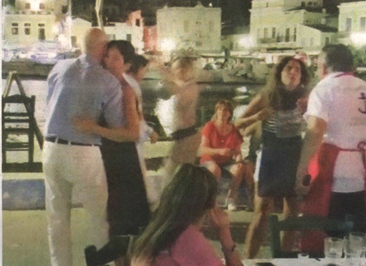 Γιώργος Παπανδρέου: Το ερωτικό βαλς που χόρεψε στη Σύμη με την σύντροφό του! [pics]