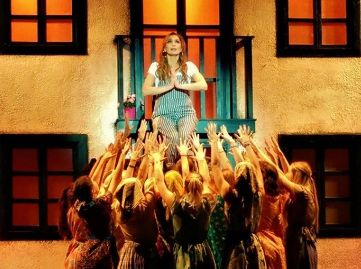 Δέσποινα Βανδή: Αποχαιρετά μία για πάντα το «Mamma Mia» [pics]   tlife.gr
