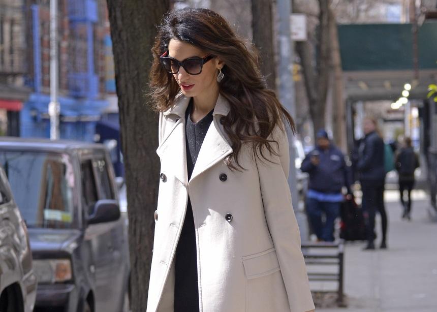 Τρεις κανόνες για άψογο office look από την Amal Clooney