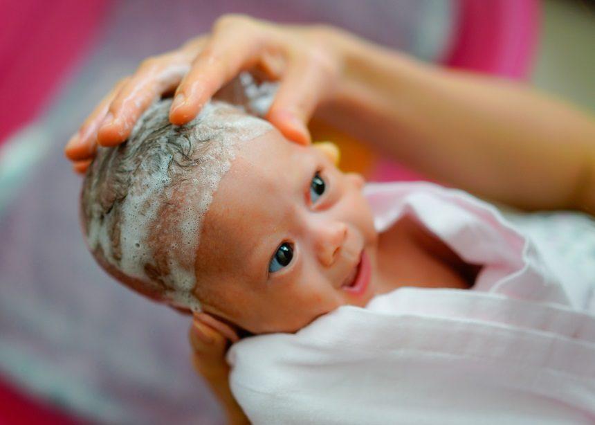 Baby bath: Πέντε πράγματα που πρέπει να ξέρεις για τα πρώτα μπάνια του μωρού σου   tlife.gr