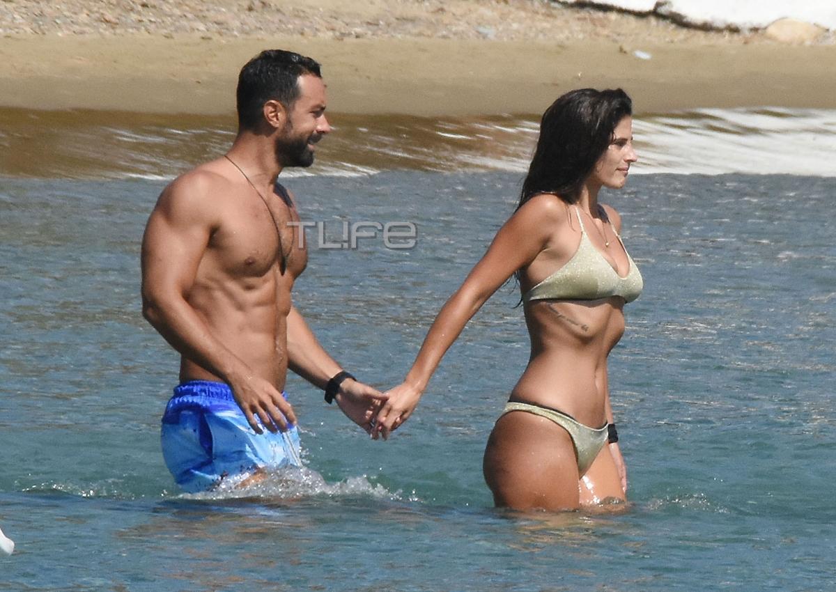 Σάκης Τανιμανίδης –  Χριστίνα Μπόμπα: Τρυφερά τετ α τετ στην παραλία! | tlife.gr