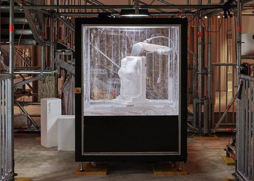 Sisyphus Reclined: Ένα ρομπότ σμιλεύει γλυπτά στην boutique της Burberry στο Λονδίνο | tlife.gr