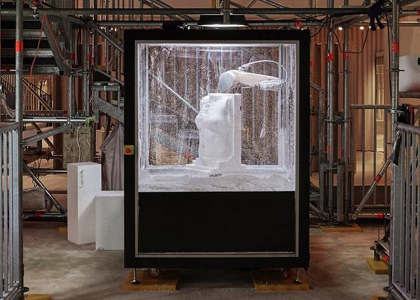 Sisyphus Reclined: Ένα ρομπότ σμιλεύει γλυπτά στην boutique της Burberry στο Λονδίνο   tlife.gr
