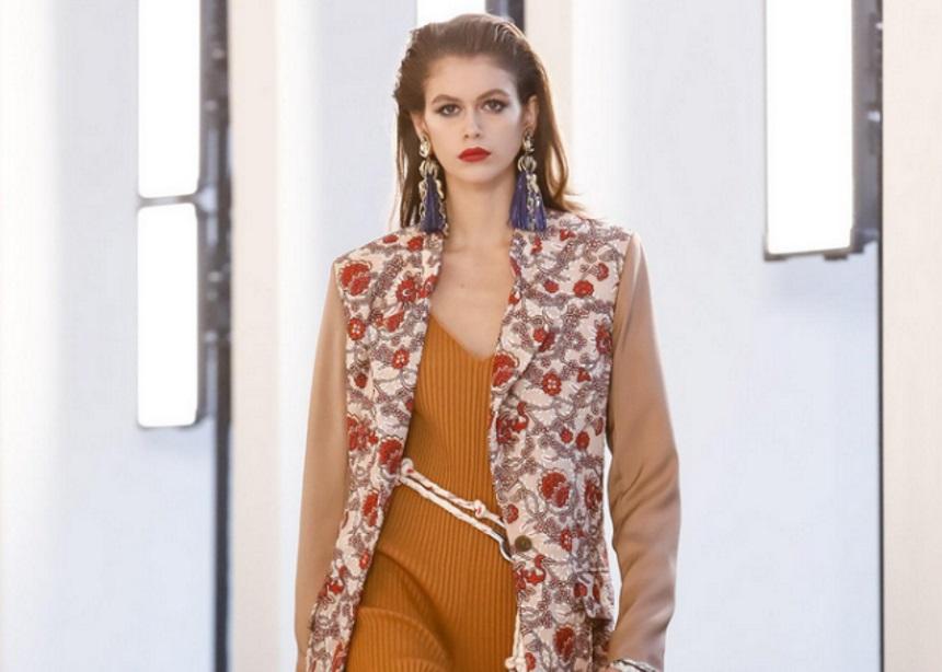 Chloe: Μια νέα συλλογή γεμάτη χρώματα, prints και '70s επιρροές