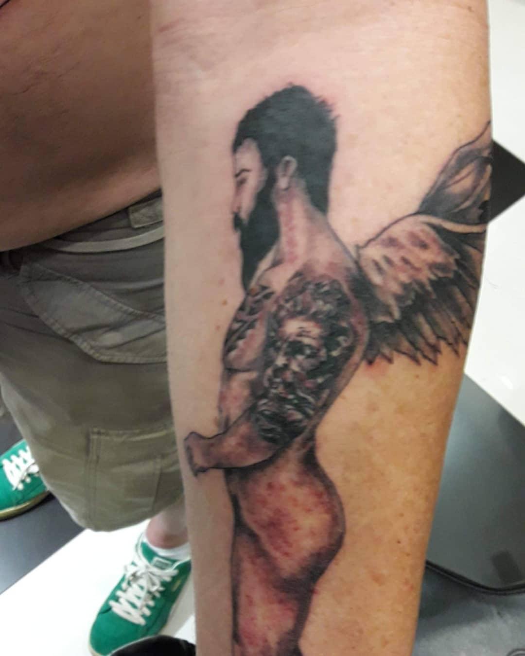 Ποιος Έλληνας παρουσιαστής έκανε αυτό το τατουάζ; [pics] | tlife.gr