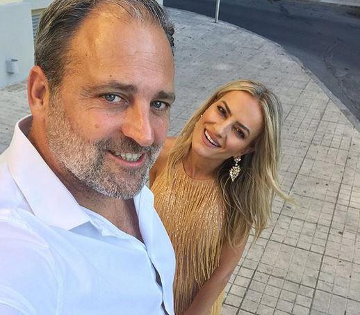 Έφη Παπαϊωάννου: Εντυπωσιακή εμφάνιση στον γάμο Ρέμου – Μπόσνιακ μαζί με τον σύντροφό της! [pic,vid] | tlife.gr