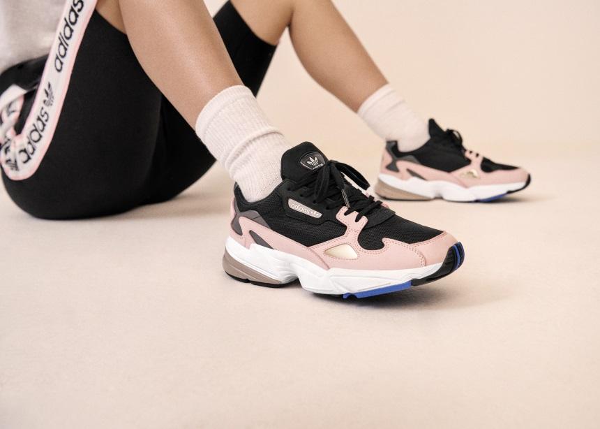Τα adidas Originals εμπνέονται από την ιστορική κληρονομιά των '90s και αποκαλύπτουν το νέο bold sneaker | Falcon | tlife.gr