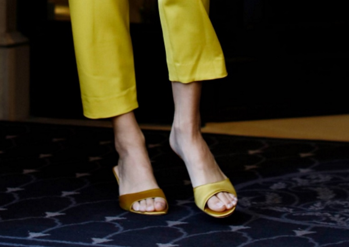 Ποια celebrity εμφανίστηκε με διαφορετικά παπούτσια στην Εβδομάδα Μόδας στο Παρίσι; [pics]