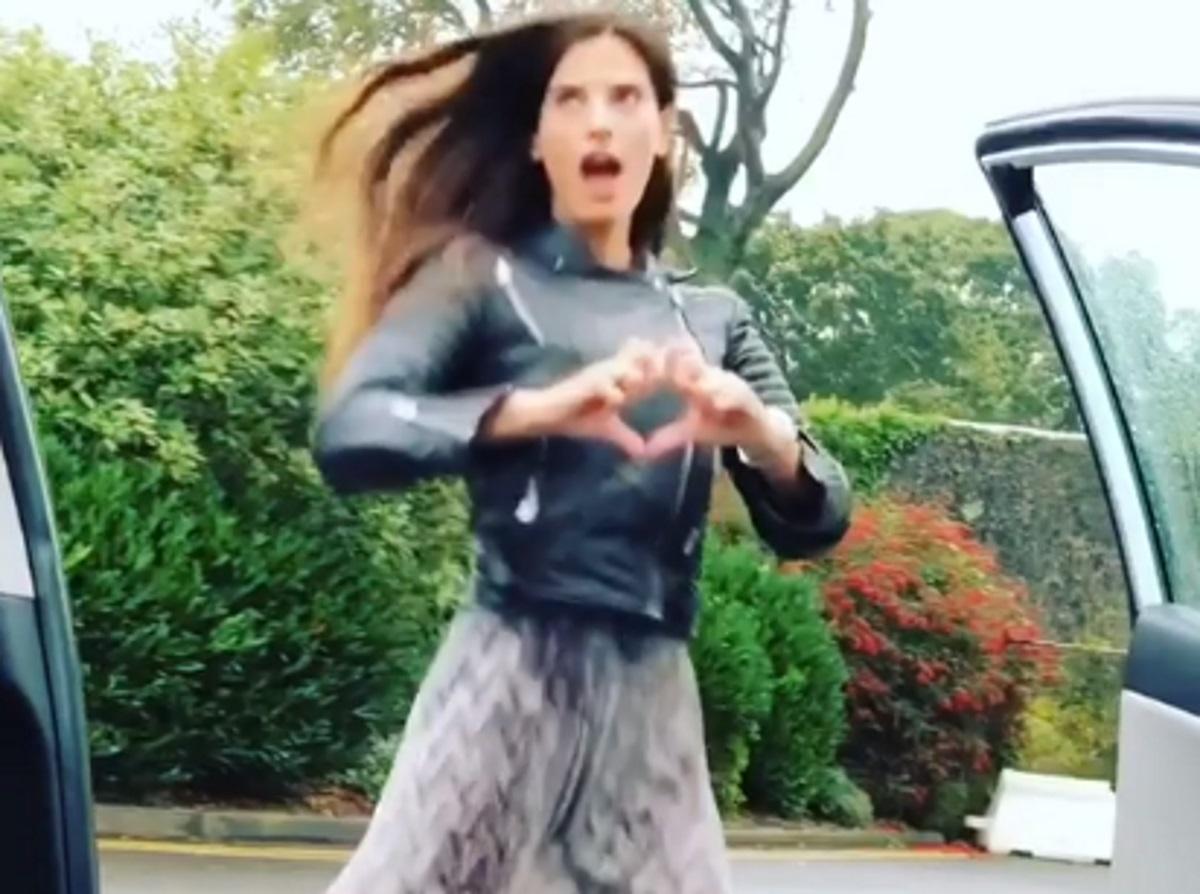 Χριστίνα Μπόμπα: Μετά τη Στικούδη κάνει κι αυτή «Kiki challenge» στο Δουβλίνο με οδηγό τον Σάκη Τανιμανίδη!video | tlife.gr