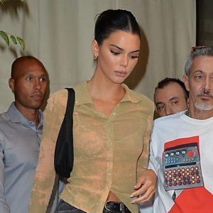 """Βαρέθηκες το παλιό σου τζιν; Η Kendall Jenner σου δείχνει πως να το """"μεταμορφώσεις"""""""