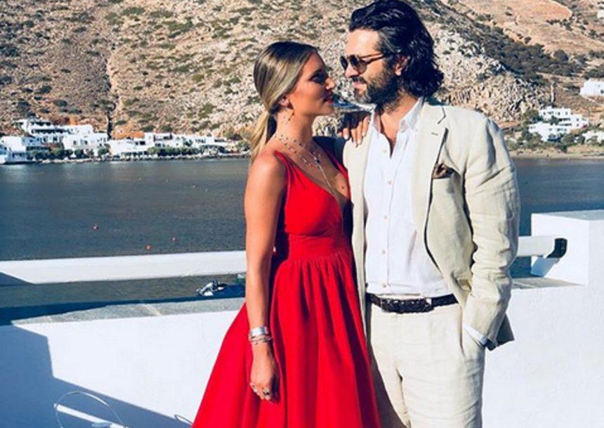 Αθηνά Οικονομάκου: Παιχνίδια στην παραλία με τον σύζυγό της, Φίλιππο Μιχόπουλο! | tlife.gr