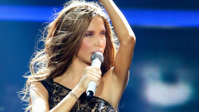 Νέος έρωτας με νεαρό τραγουδιστή για την Πάολα! | tlife.gr