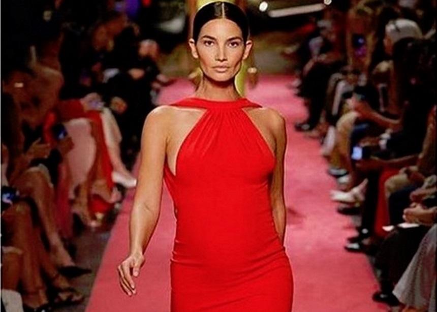 Η Lily Aldridge περπάτησε στο NYFW στον πέμπτο μήνα της εγκυμοσύνης της!   tlife.gr