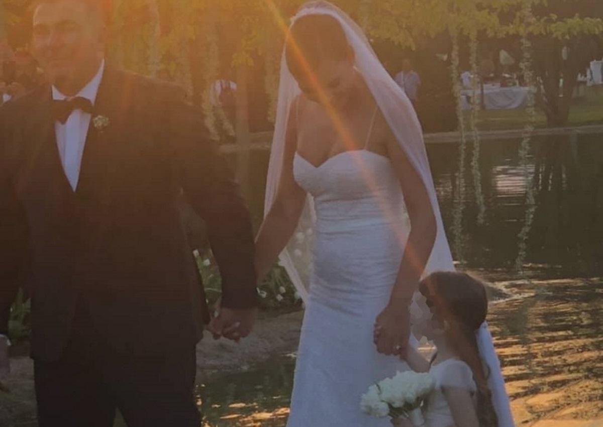 Αντώνης Ρέμος – Υβόννη Μπόσνιακ: Το νιόπαντρο ζευγάρι μαζί με την κόρη του!   tlife.gr