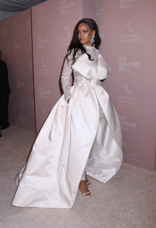Η Rihanna με Alexis Mabille | tlife.gr