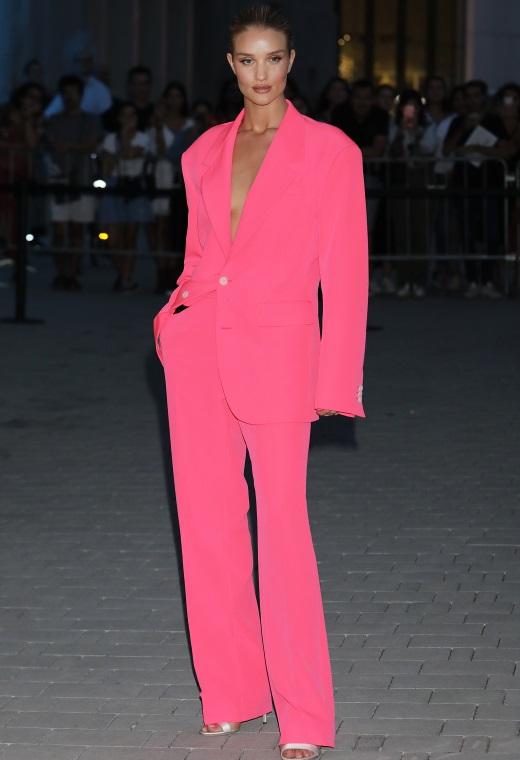 Η Rosie Huntington – Whiteley με Versace