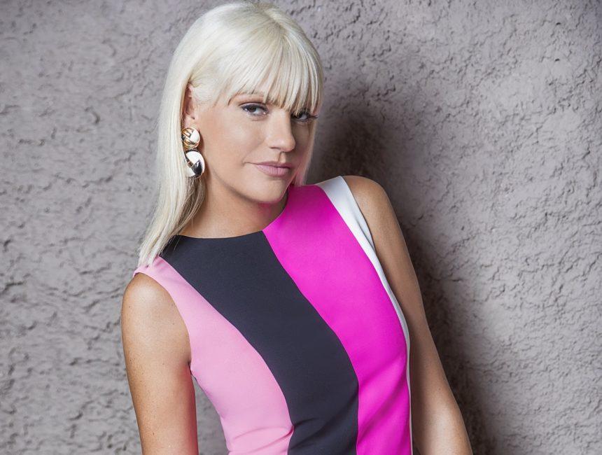 Σάσα Σταμάτη: Το ολόχρυσο φόρεμα της Celia Kritharioti! Γιατί έκανε πρόβες στο ατελιέ της; | tlife.gr