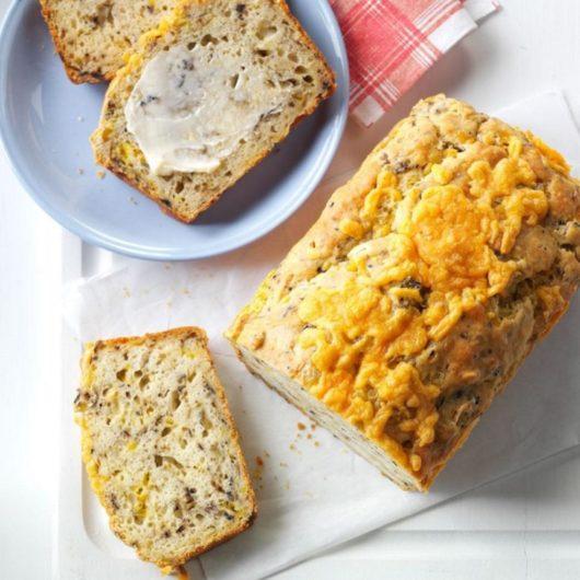 Αλμυρό κέικ με ελιές και κρεμμύδι | tlife.gr