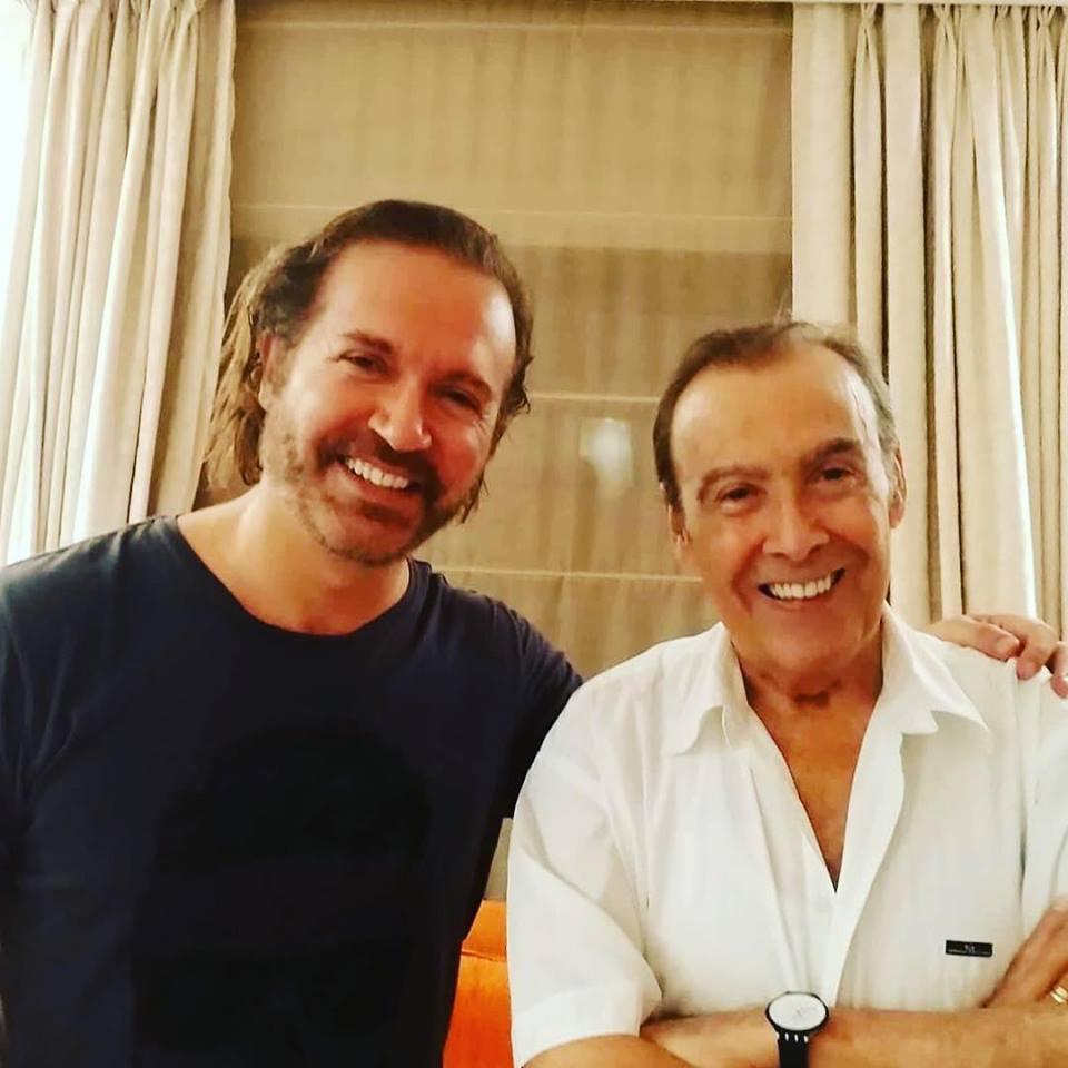Ο Γιώργος Βάλαρης στο σπίτι του Τόλη Βοσκόπουλου και της Άντζελας Γκερέκου για το «Μαριχουάνα στοπ» ΒΙΝΤΕΟ | tlife.gr