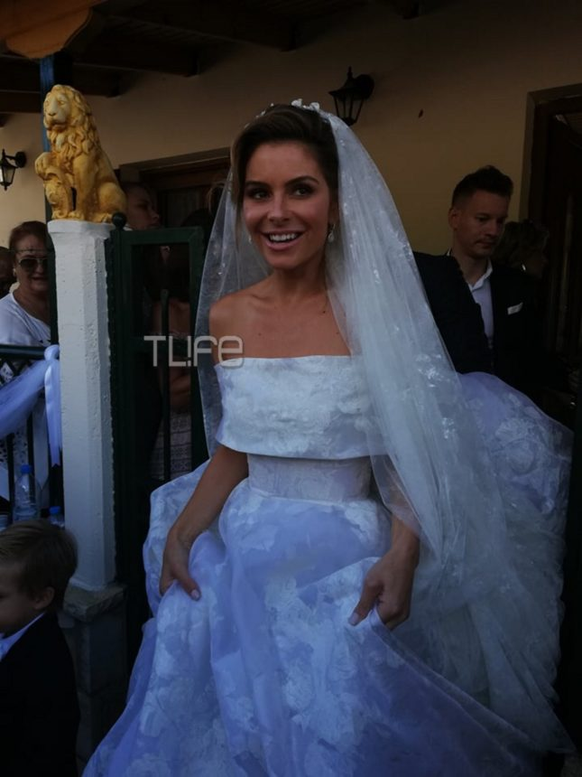 Mαρία Μενούνος: Το πιο hot video από το γλέντι του γάμου! Σπάει πιάτα και το χαίρεται! | tlife.gr