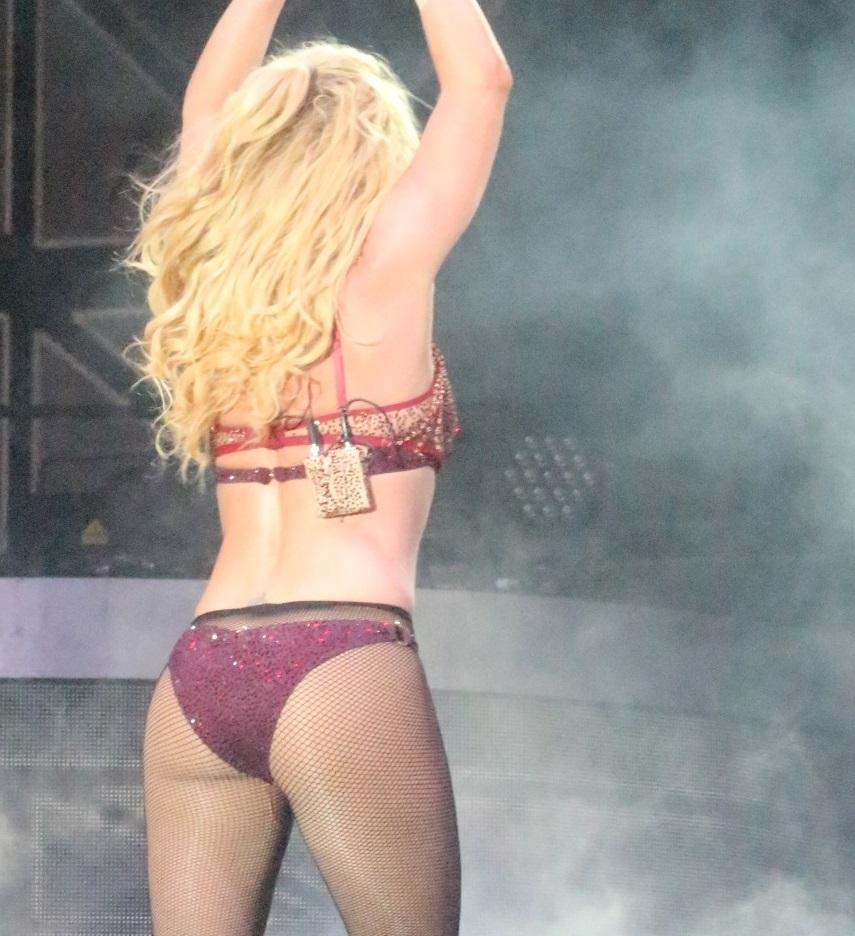 Britney Spears: Η προκλητική εμφάνιση της τραγουδίστριας στο Τέξας με εσώρουχα! [pics,vid]   tlife.gr