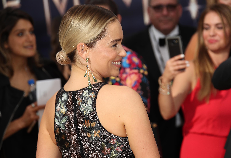 H Emilia Clarke μόλις έκοψε τα μαλλιά της πολύ, πολύ κοντά!   tlife.gr