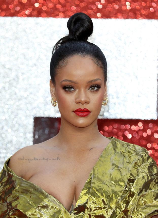 Η Rihanna κάνει το πρώτο της makeup tutorial στο youtube! | tlife.gr