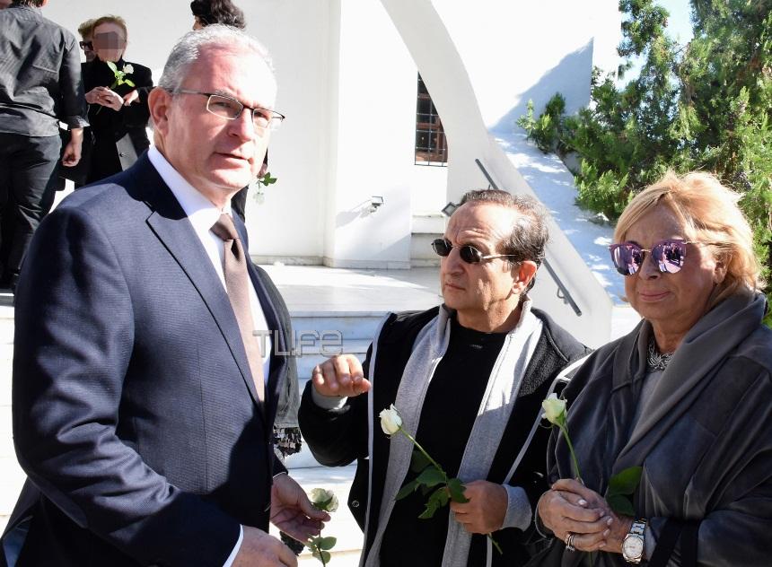 Θλίψη στο τελευταίο αντίο του ηθοποιού Νίκου Κούρου από το «Ρετιρέ»   tlife.gr