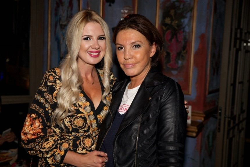 Στράτος Τζώρτζογλου – Σοφία Μαριόλα: Δείπνο με την κουμπάρα τους Βάνα Μπάρμπα! [pics] | tlife.gr