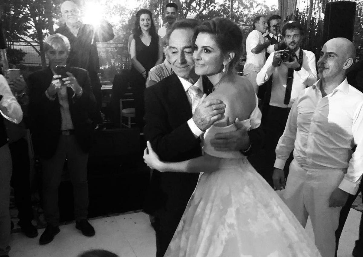 Ραγίζει καρδιές η Μαρία Μενούνος: Η αποκάλυψη για την περιπέτεια υγείας του πατέρα της, λίγο πριν το γάμο
