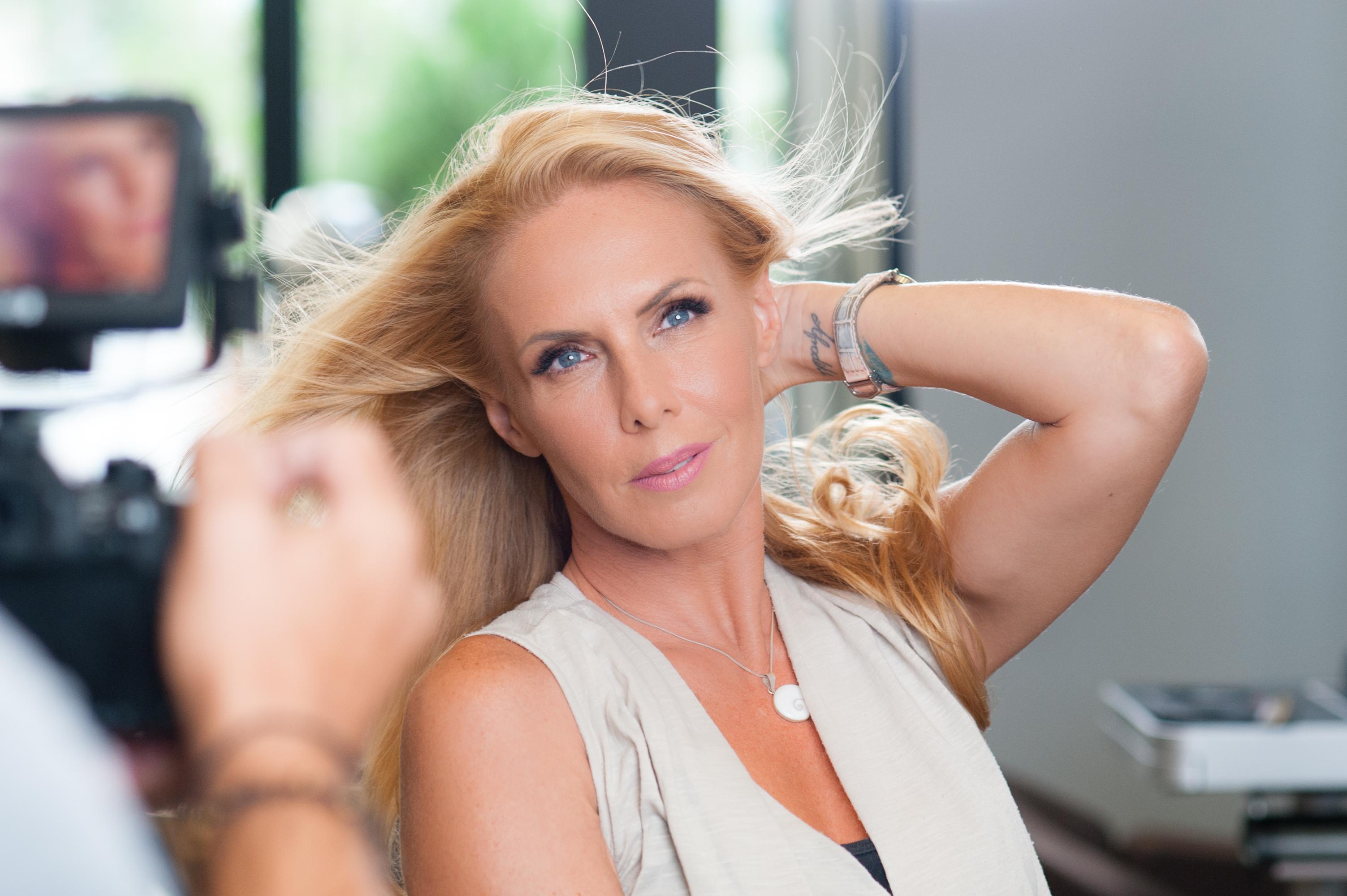 H Εβελίνα Παπούλια άλλαξε το χρώμα των μαλλιών της με την νέα Koleston Perfect Me+ της Wella! | tlife.gr